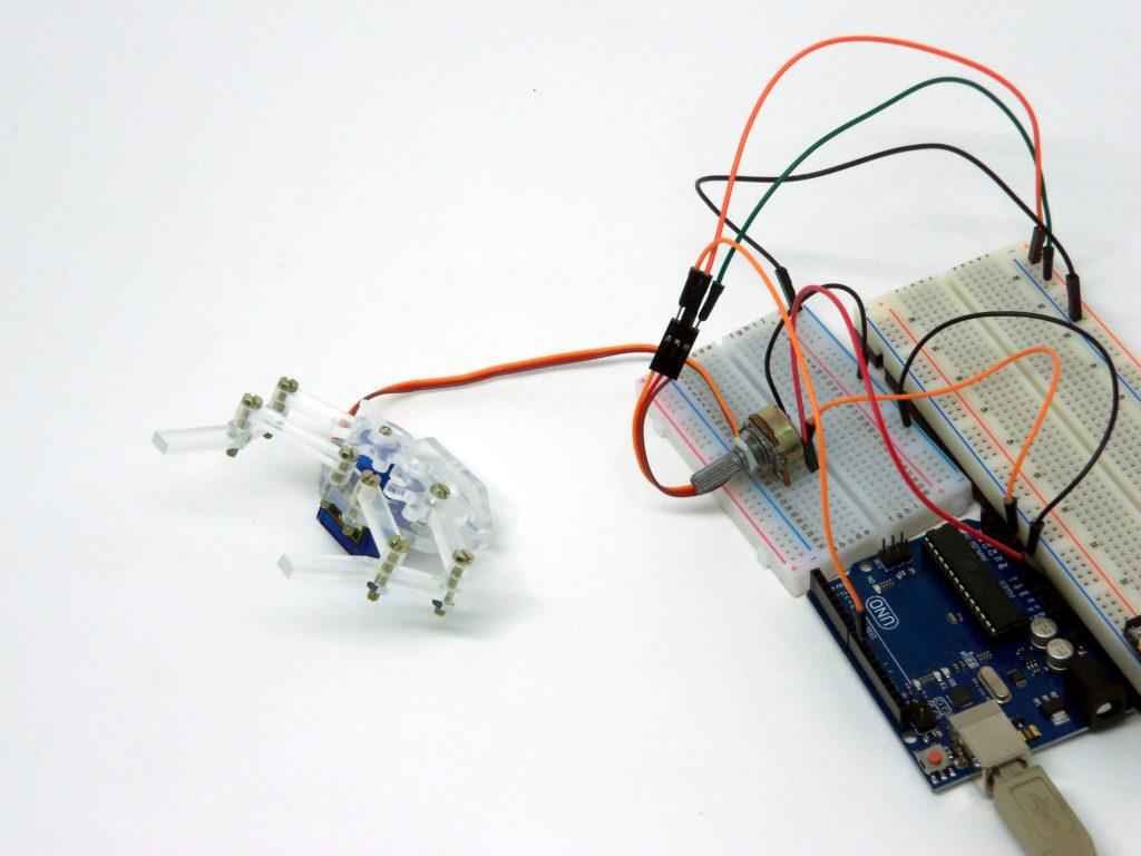 Garra robótica aberta