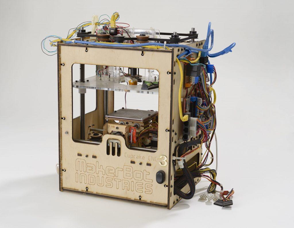 primeira impressora makerbot